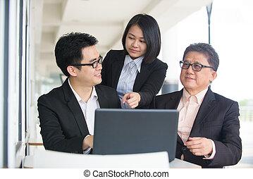 negócio asiático, equipe, em, um, restaurante, reunião