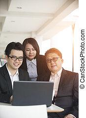 negócio asiático, equipe, em, um, reunião
