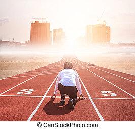 negócio, competição, conceito, ligado, track., vista traseira, de, trabalhador, ajoelhando, ligado, a, comece linha, para, cidade, edifício.