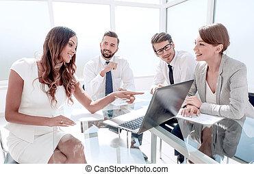 negócio, financeiro, equipe, data., analisando