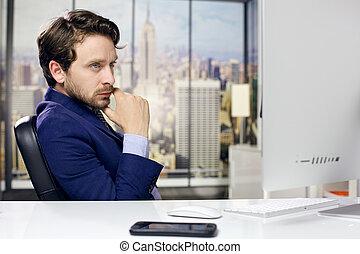 negócio fresco, homem escritório, em, nova iorque, olhar, pc