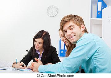 negócio, jovem, pessoas escritório