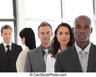 negócio, líder, sério, equipe, frente