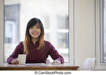 negócio mulher, dela, sentando, escritório., asiático