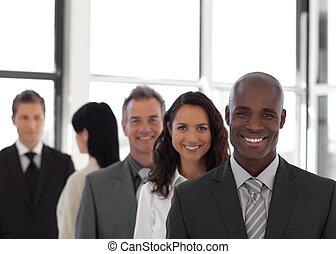negócio, olhar, pessoa, câmera, cinco, equipe, sorrindo