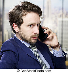 negócio sério, homem, telefone, em, escritório