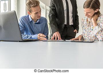 negócio, trabalhe pessoas, três, junto, equipe