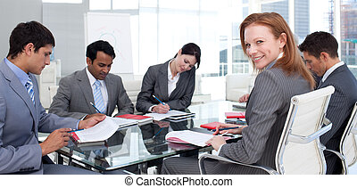 negocio internacional, equipo, en, un, reunión
