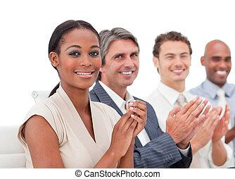 negocio internacional, gente, aplaudiendo, un, presentación