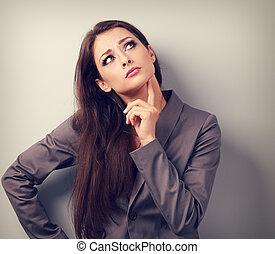 negocio serio, pensamiento de la mujer, sobre, con, dedo, cerca, cara, y, mirar, arriba., toned, retrato