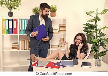 negotiations., szef, znowu, próba, uwaga, addicted, ważny, kobieta, jej, lady., ruchomy, kolega, posiadanie, rozmowa telefoniczna, komunikacja, problem., głoska., telefon, talk., zajęty, ubiegając, conversation.