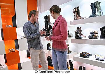 negozio, coppia, scarpe