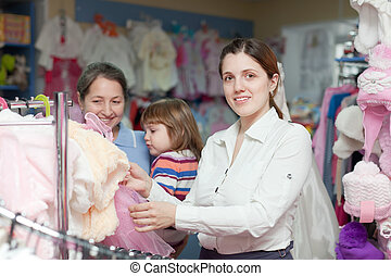 negozio, tre donne, vestiti, generazioni