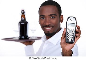 negro, camarero de vino, actuación, un, teléfono
