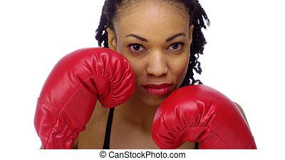 negro pesado, mujer, guantes, boxeo