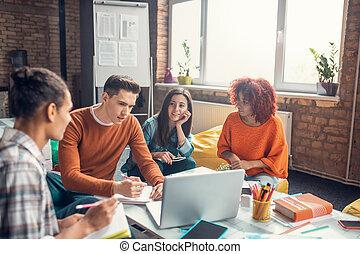 nehéz, elfoglalt, együtt, előkészítő, diákok, tanulás, terv, időz, csoport