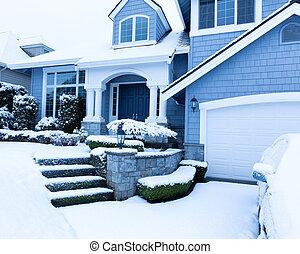 neige a couvert, trottoir, devant, maison, pendant, hiver, chute neige