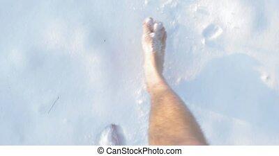 neige, pieds nue