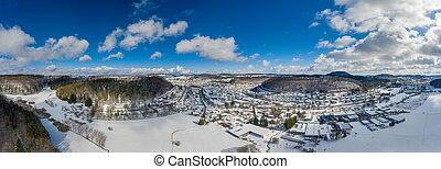 neigeux, hiver, alb, forest., partie, filmé, collines, au-dessus, bourdon, swabian, ville, idyllique, coup