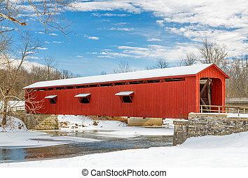 neigeux, pont couvert rouge