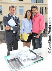 nemovitosti- speditér, dvojice, min.čas i příč.min. od stand, šťastný