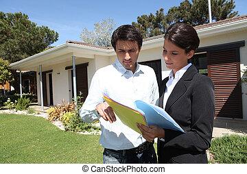 nemovitosti- speditér, ubytovat se, mimo, zákazník, min.čas i příč.min. od stand