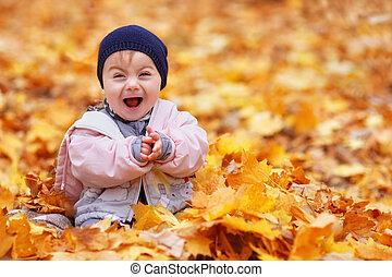 nena, en, el, otoño, parque