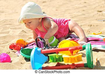 nena, en la playa