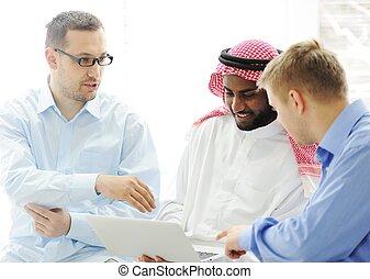 neobvyklý, skupina, pracovní, počítač na klín, multicultural, dohromady, etnický
