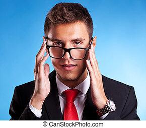 nerd, man, jonge, zakelijk, bril