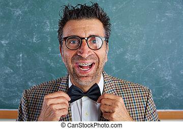 nerd, tolo, retro, homem, com, alça, engraçado, expressão