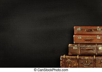 nero, valigie, fondo