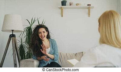 nervously, femme, bureau, séance, sofa, conversation,...