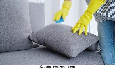 nettoyé, oreiller, gants, mains