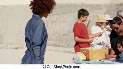 nettoyage, côté, divers, volontaires, vue, préparer, plage, 4k