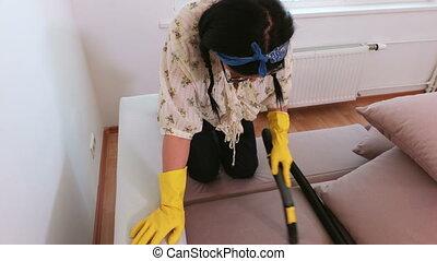 nettoyeur, vide, femme, nettoyage, divan