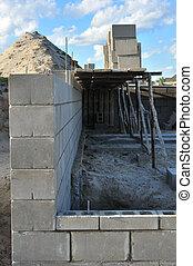 neues haus, baugewerbe, gebäude, grundlage, wände, gebrauchend, beton hemmt