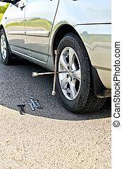 neumático, cambio, en, un, camino, cierre, arriba.