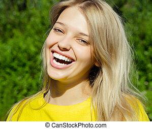 nevető, nő