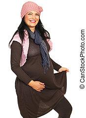 nevető, terhes nő