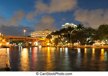 New River in downtown Ft Lauderdale at night, Florida, USA -...