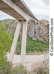 New road bridge over the Gouritz River between Riversdale ...