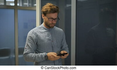 New worker coming out of the corridor and looks the tablet