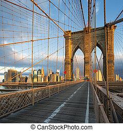 New York City Brooklyn Bridge in Manhattan and city skyline ...