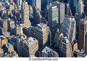 new york city, manhattan skyline, luftblick, mit, wolkenkratzer, und, straßen