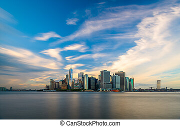 New York City midtown Manhattan cityscape on the East River ...