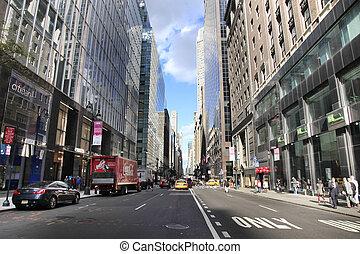 New York City - NEW YORK, USA - OCT 12, 2012 : Busy traffic...