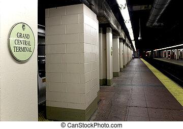 NEW YORK CITY - SEPTEMBER 01: Subway Grand Central Station ...