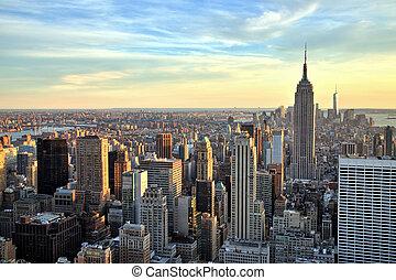 new york city, stadtmitte, mit, reichsstaatsgebäude, an, sonnenuntergang