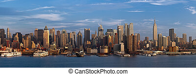 New York City. - Manhattan skyline viewed from New Jersey at...